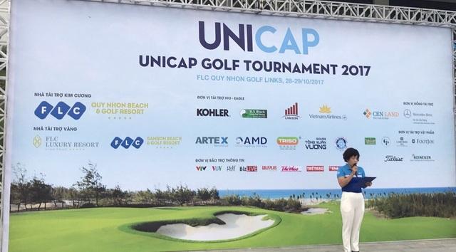 Bà Vũ Thị Chinh – Phó TGĐ Công ty Unicap,  Phó  BTC giải phát biểu khai mạc giải.