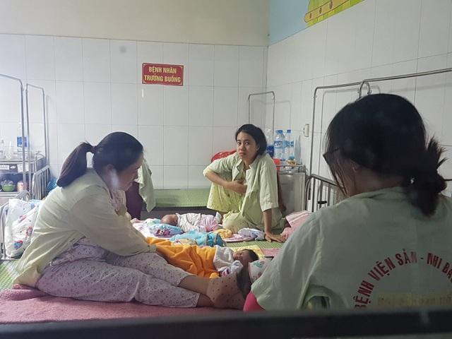 Trẻ sơ sinh nằm điều trị tại Đơn nguyên sơ sinh BV Sản Nhi Bắc Ninh. Ảnh: H.Hải