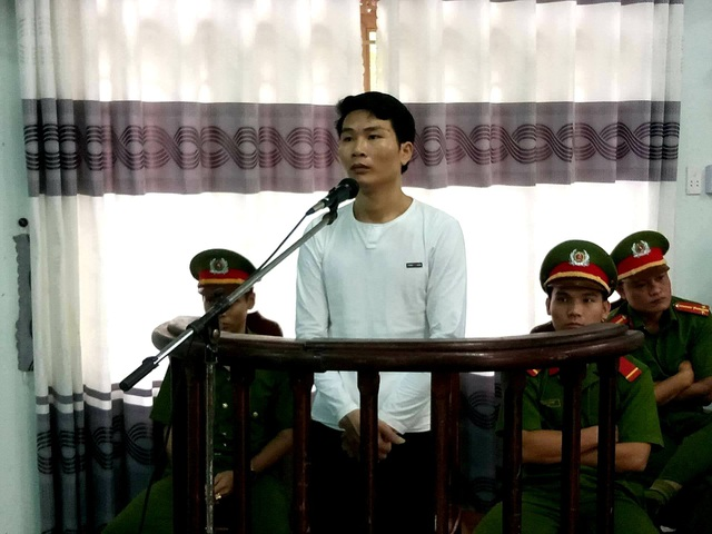 Bị cáo Đoàn Duy Phong tại phiên tòa xét xử lưu động