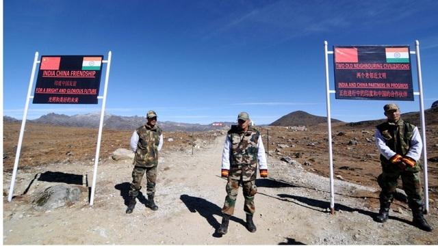 Binh sĩ Ấn Độ canh gác ở khu vực biên giới với Trung Quốc. (Ảnh: AFP)