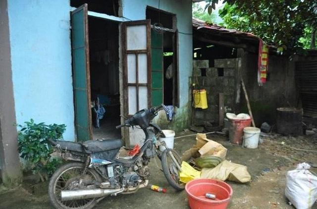 Căn nhà tồi tàn của hộ nghèo ông Võ Đình Quang