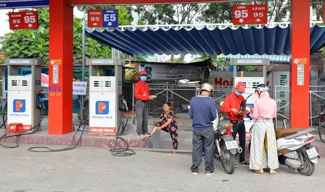 Nhiều cây xăng ở TPHCM đã không còn bán xăng Ron 92