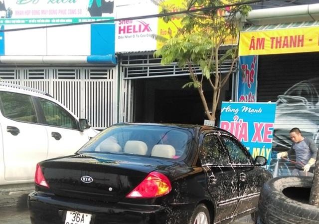 Tiệm rửa xe luôn chật kín