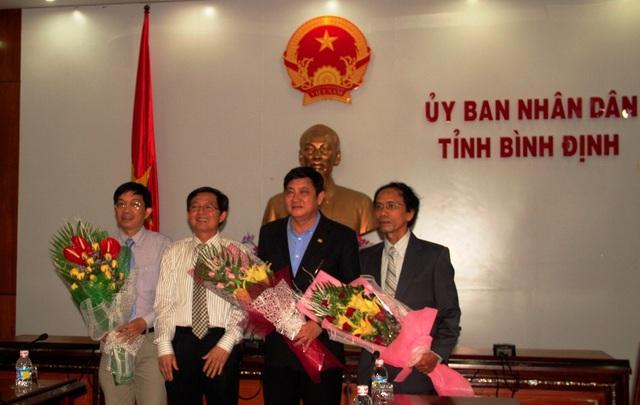Chủ tịch Hồ Quốc Dũng chúc mừng lãnh đạo Trường ĐH Quy Nhơn, nơi PGS.TS Nguyễn Sum đang công tác