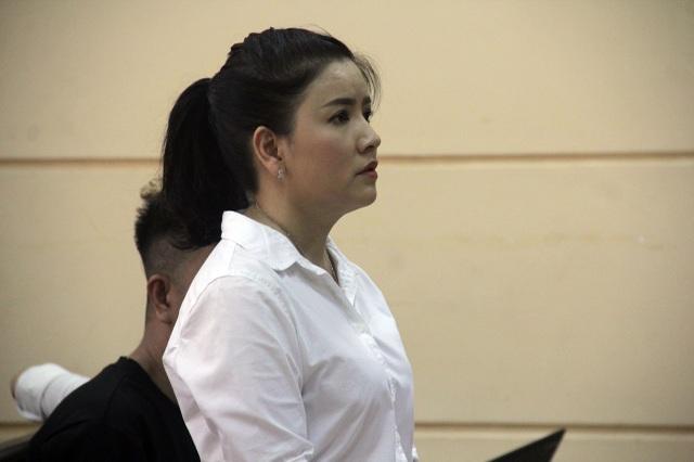 Nghệ sĩ Ngọc Trinh tại phiên tòa