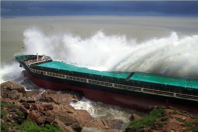 Ngành chức năng lên phương án để xử lý nếu có sự cố tràn dầu ở vịnh Quy Nhơn