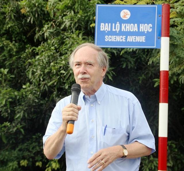 GS. Nobel Vật lý 1999 Gerardus 't Hooft hi vọng con đường Đại Lộ Khoa Học sẽ mở mãi mãi cho Việt Nam và thế giới.