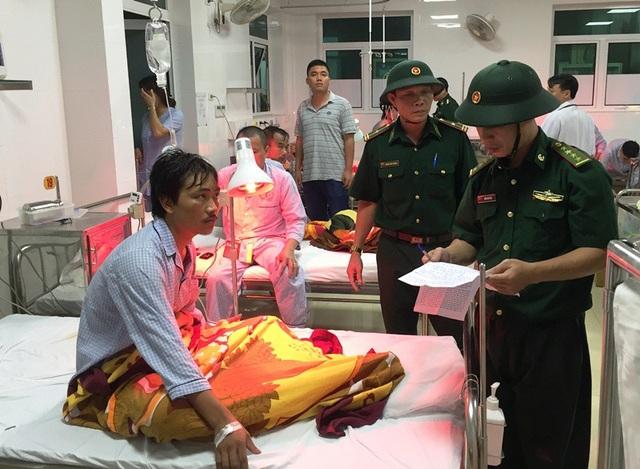 Bộ đội biên phòng tỉnh Bình Định hỏi thăm sức khỏe các thuyền viên