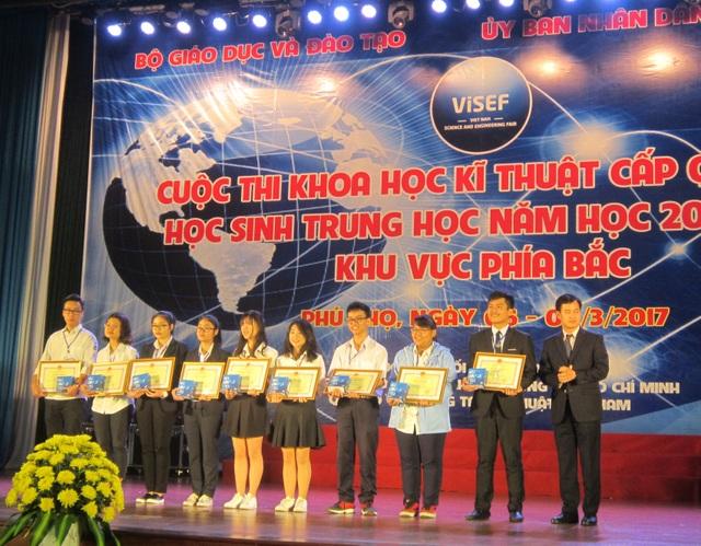 5 đội đạt giải Nhất toàn cuộc nhận bằng khen và phần thưởng.