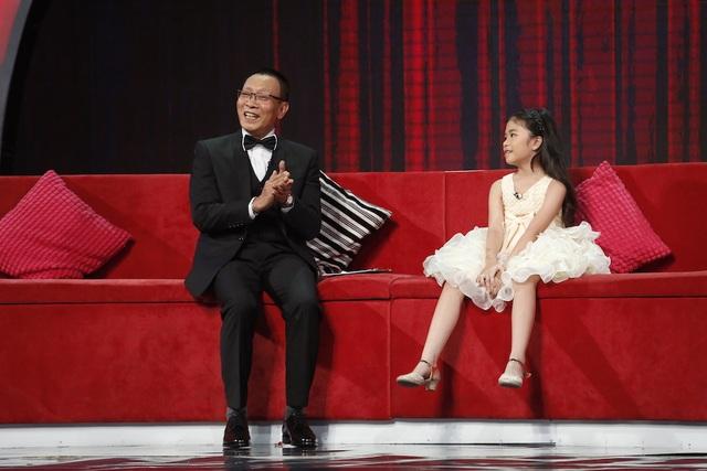 Xuất hiện trên sân khấu Mặt trời bé con, Hương Giang như một nàng công chúa xinh xắn và khó có thể ngờ rằng niềm đam mê và tài năng của cô bé lại vượt hẳn số tuổi và vẻ ngoài nhỏ nhắn của mình.