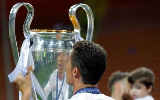 10. Cristiano Ronaldo (18 danh hiệu): Premier League: 2006-07, 2007-08, 2008-09; FA Cup: 2003-04; League Cup: 2005-06, 2008-09; FA Community Shield: 2007; UEFA Champions League: 2007-08; FIFA Club World Cup: 2008; La Liga: 2011-12; Cúp Nhà vua Tây Ban Nha: 2010-11, 2013-14; Supercopa de España: 2012; UEFA Champions League: 2013-14, 2015-16; UEFA Super Cup: 2014; FIFA Club World Cup: 2014, 2016