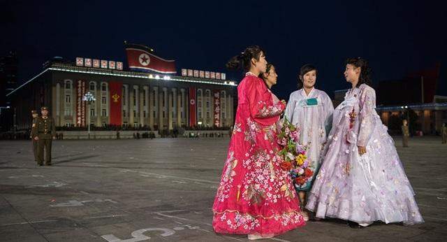 Phụ nữ Triều Tiên mặc trang phục truyền thống (Ảnh: AFP)