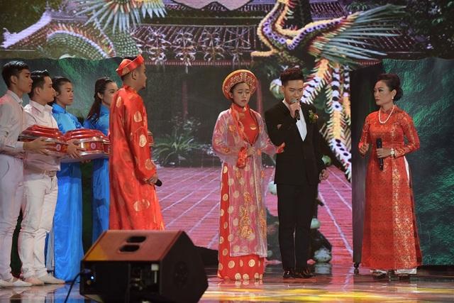 """Tiết mục được dàn giám khảo đánh giá cao khi Thiên Vũ - Tùng Chinh vừa hát, vừa diễn. """"Cả hai người hát một ca kịch rất dài và rất tuyệt vời, tôi rất là vui. Giọng ca của Thiên Vũ rất tuyệt vời, rất đẹp. Hai bạn là hai viên ngọc sáng, hai viên kim cương"""", ca sĩ Ngọc Sơn đánh giá."""