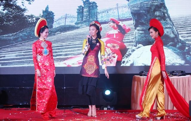 Hoa khôi Đà Nẵng - Như Thủy trổ tài ca hát trong chương trình