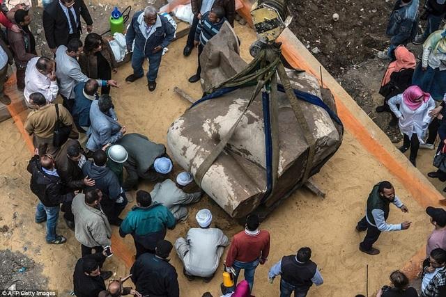 Giờ đây, những mảnh vỡ này sẽ được đưa tới Bảo tàng Ai Cập ở Cairo để giám định và phục chế, sau đó sẽ được khớp nối để chuẩn bị trưng bày tại Bảo tàng Đại Ai Cập sắp mở ra ở gần kim tự tháp Giza.