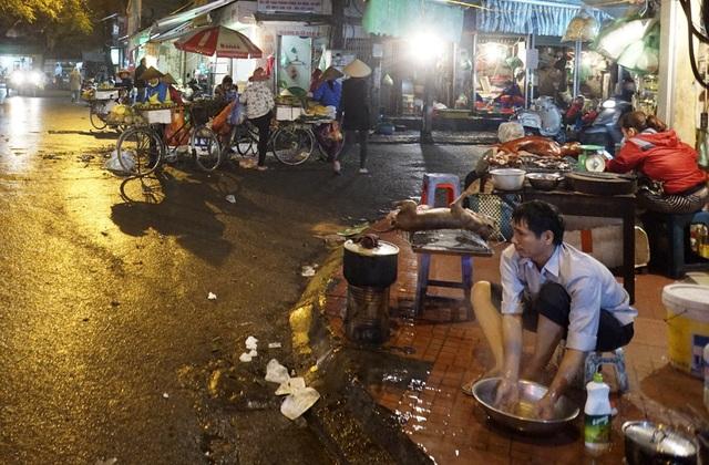 Một khu chợ cóc vào cuối ngày tại khu Thành Công.