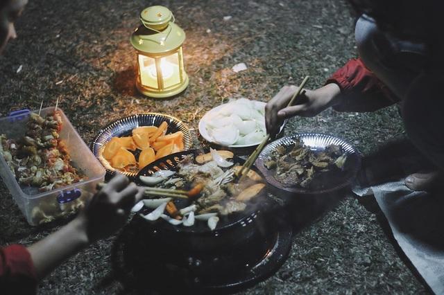 Đồ ăn, đồ dùng cá nhân, lều bạt… đều phải chuẩn bị đầy đủ trước khi xuất phát