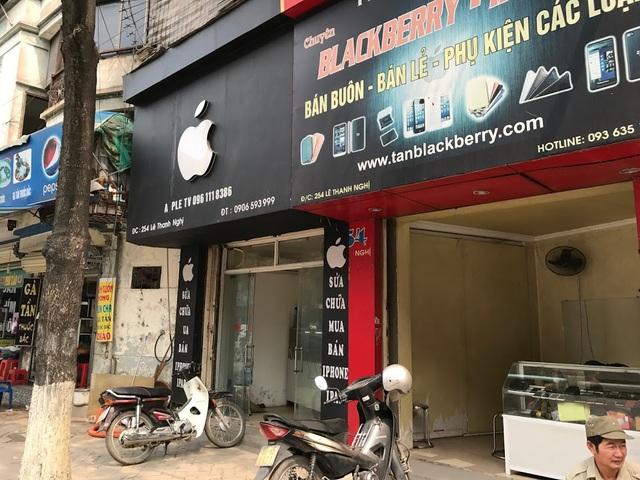 Tại phố Lê Thanh Nghị người ta cũng dễ dàng bắt gặp logo quả táo.
