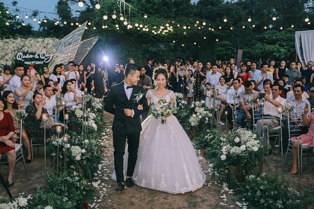 """Đám cưới """"trong mơ"""" với 300 khách cùng """"xăm"""" biểu tượng hạnh phúc - 13"""