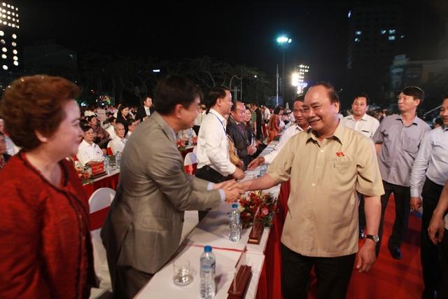 Thủ tướng Chính phủ Nguyễn Xuân Phúc đã đến Lễ hội chung vui với người dân Hải Phòng