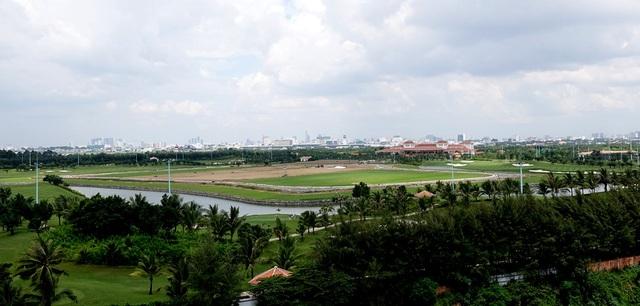 Phần sân A nằm phía đường Tân Sơn và Quang Trung, quận Gò Vấp, 3 sân còn lại đều tiếp giáp với sân bay.