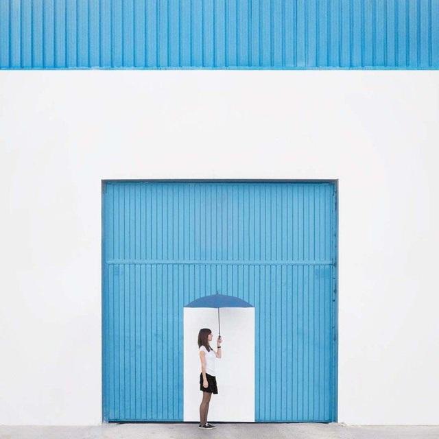 Daniel Rueda và Anna Devis Benet luôn có những ý tưởng sáng tạo với mọi thứ xung quanh. Chiêm ngưỡng những tác phẩm chụp chân dung phối cảnh với họa tiết sẵn có