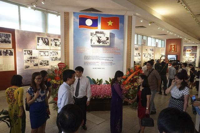 Toàn cảnh gian trưng bày triển lãm tại Bảo tàng Hồ Chí Minh trong buổi khai mạc.