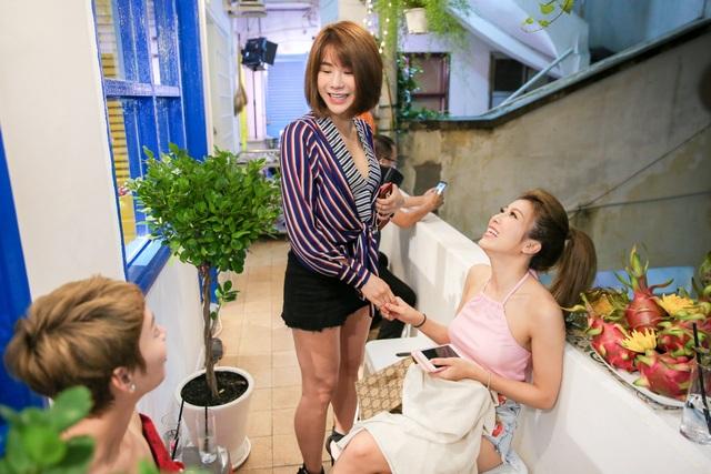 """Cùng là gốc ở Hà Nội và vào TP HCM lập nghiệp nên Diệp Lâm Anh, Trang Pháp, """"bà mẹ một con"""" Trà My Idol rất vui vẻ và thân thiết với nhau."""