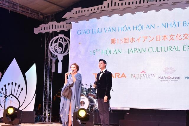 Ca sĩ Quang Dũng và Thanh Hà thể hiện trong đêm giao lưu