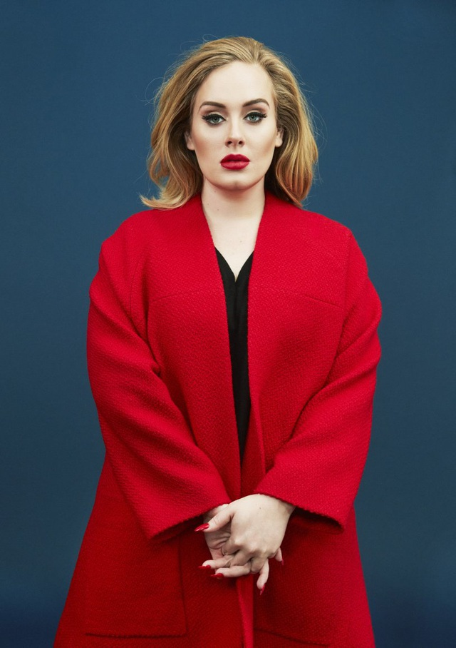 """Adele: Trong """"Adele Live 2016"""", Adele đã buộc phải hoãn hủy một số show trong tháng 7 vừa qua vì dây thanh quản gặp vấn đề. Nhưng đây không phải lần đầu cô gặp vấn đề với dây thanh quản."""