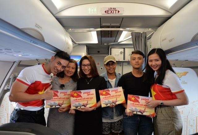 """Gần 200 hành khách Vietjet cùng hát """"Nối vòng tay lớn"""" mừng quốc khánh 2/9 - 10"""