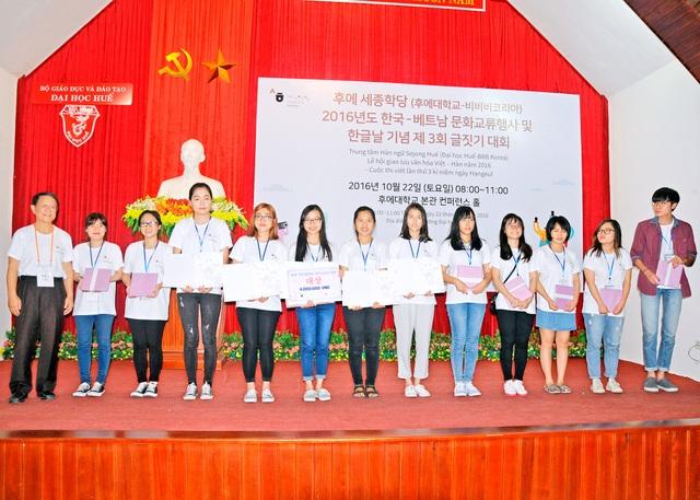Những bạn đã đạt giải trong cuộc thi viết tiếng Hàn toàn quốc năm 2016