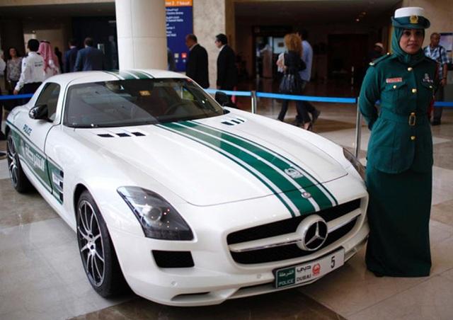 Chán siêu xe, cảnh sát Dubai chuyển sang môtô bay - 15
