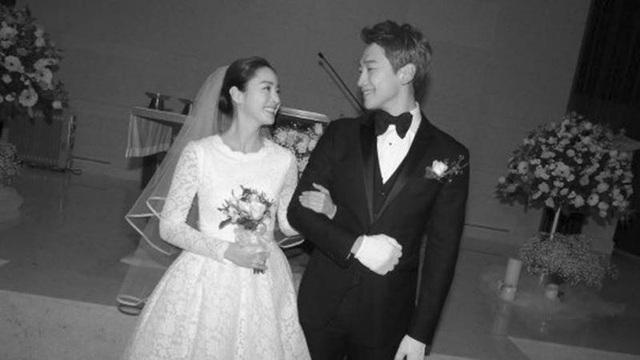 Hôn lễ của hai ngôi sao hạng A tại Hàn Quốc - Bi Rain và Kim Tae-hee - được tổ chức rất giản dị.