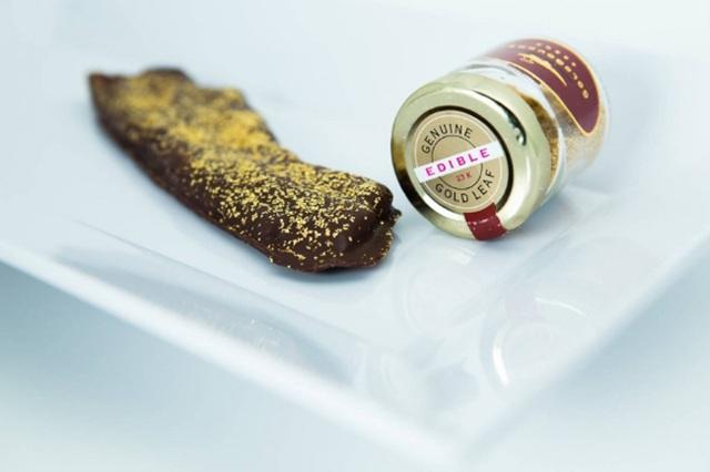 Thịt xông khói xa xỉ nhất thế giới. Baconery ở New York, Mỹ. Thịt xông khói sẽ được bọc bằng một lớp chocolate Bỉ danh tiếng và rắc vàng 23 Karat lên trang trí. Giá cho mỗi miếng thịt là 40 USD (khoảng 900.000 VNĐ).