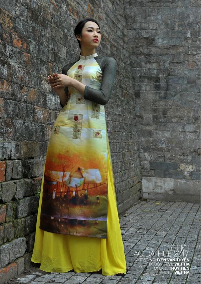 Áo dài NTK Vũ Việt Hà trên nền tranh họa sĩ Nguyễn Văn Tuyên