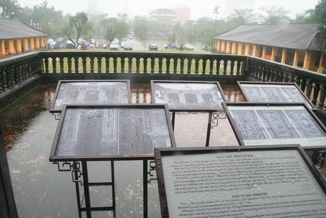 Ban công tầng 2 mở ra nhà hát Cửu Tư Đài