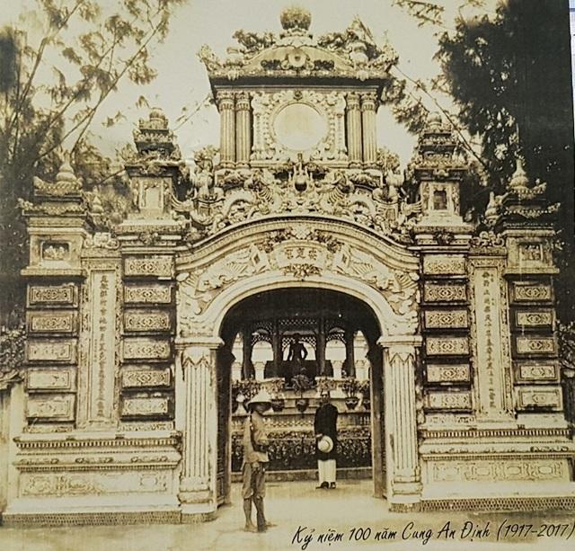 Cung An Định vào khoảng năm 1930 (ảnh trên Postcard của Bảo tàng Cổ vật Cung đình Huế nhân kỷ niệm 100 năm Cung An Định)