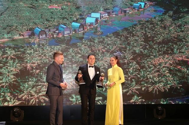 Ông Juan Losada - TGĐ điều hành InterContinental Danang Sun Peninsula Resort nhận giải Spa Resort tốt nhất Việt Nam và Spa Resort tốt nhất Châu Á