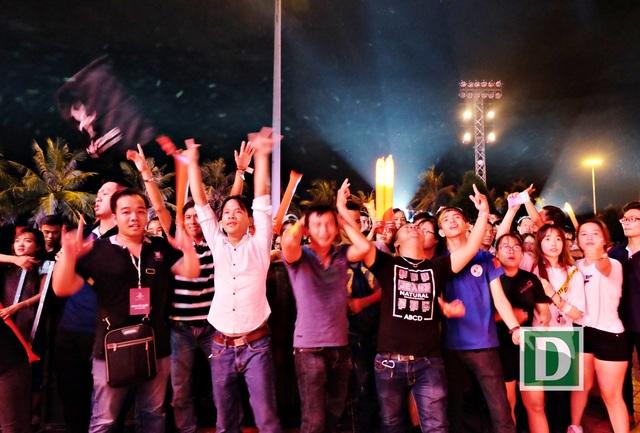 Tóc Tiên, Thu Minh lần đầu song ca nóng bỏng sân khấu Đà thành - 10