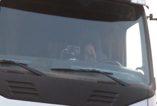 Tài xế mang quốc tịch Đài Loan cố thủ trên xe đầu kéo container, không hợp tác với CSGT...
