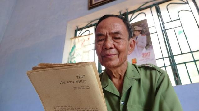 Quyển sách cũ có in Thư Tân Sơn Nhứt là tư liệu mà ông thường xem