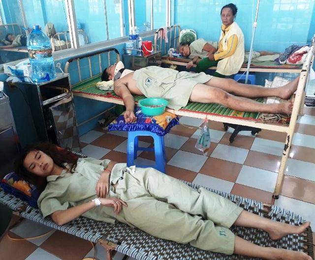 Các nạn nhân đang được điều trị ở Bệnh viện đa khoa tỉnh Bình Định, đã qua cơn nguy kịch