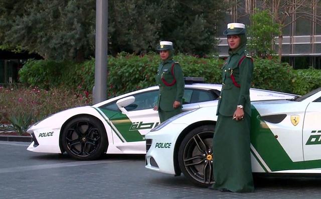 Chán siêu xe, cảnh sát Dubai chuyển sang môtô bay - 7