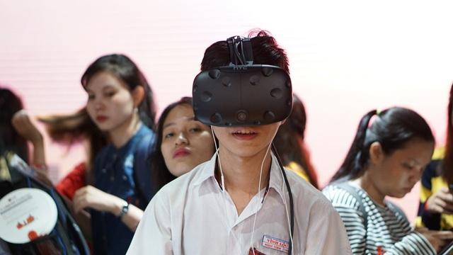 Khám phá Seoul qua kính thực tế ảo