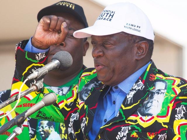 Ông Mnangagwa, 75 tuổi, sinh ra ở Zvishavane, một thị trấn ở miền trung Zimbabwe với ngành nghề chính là khai mỏ. Khi tuổi còn nhỏ, ông đã phải cùng gia đình tháo chạy sang Zambia vì cha ông tham gia các phong trào phản đối người da trắng đến định cư trong vùng. (Ảnh: Getty)