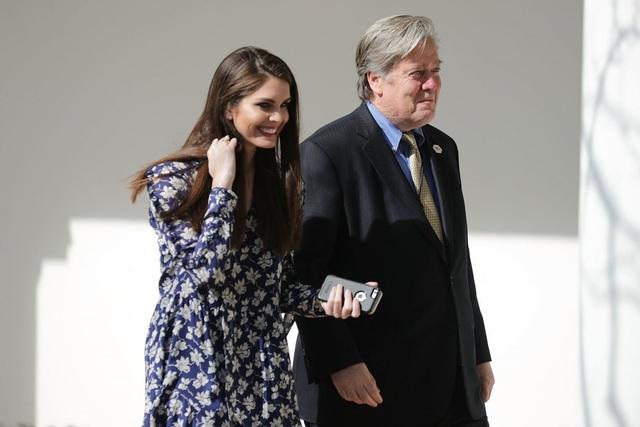 Một số thành viên trong gia đình Hicks băn khoăn về việc cô quá thân tín với Tổng thống Trump, người thường có những phát ngôn và chính sách gây tranh cãi. Nhưng họ cũng tự tin cô sẽ vượt qua điều đó. (Ảnh: Reuters)