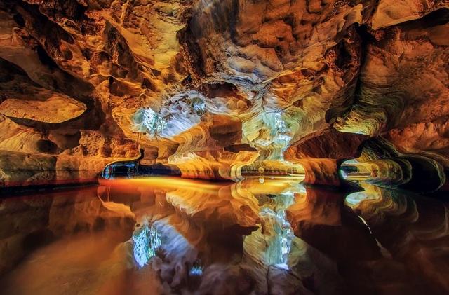 Sơn Trà là tên gọi tạm thời của hang động huyền ảo này ở Kiên Lương, Kiên Giang. Được hình thành và kiến tạo nên qua hàng ngàn năm. (Click vào đây để xem ảnh kích thước lớn)