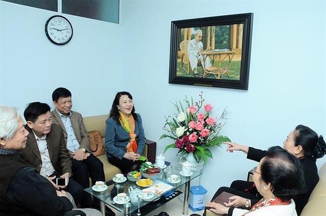 Thứ trưởng Bộ GD&ĐT Nguyễn Thị Nghĩa chúc Tết TƯ Hội Khuyến học Việt Nam