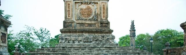 Bia Quốc Học xưa với nét đẹp rêu phong cổ kính (ảnh tư liệu Đại Dương)